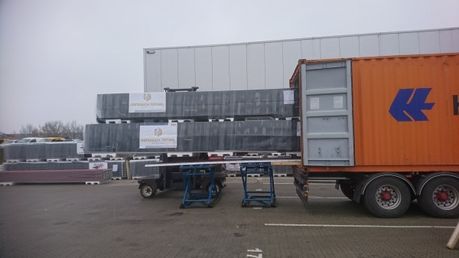 Laden containers sandwichpanelen tbv export over de hele wereld